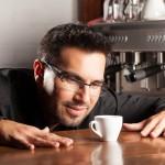 カフェインの過剰摂取をしている男性